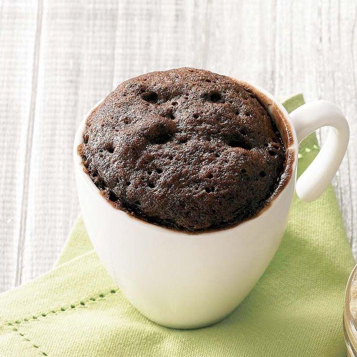 Gâteaux chocolat-noisettes dans une tasse