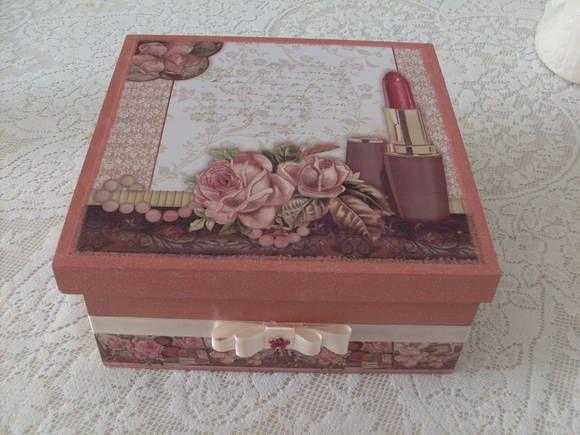 caixa em mdf com decoupage e acabamento com fita de cetim R$ 35,00