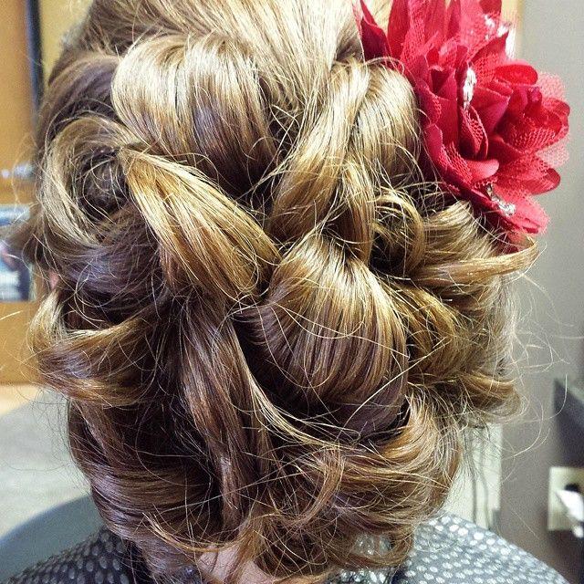 capelli floreali per le damigelle