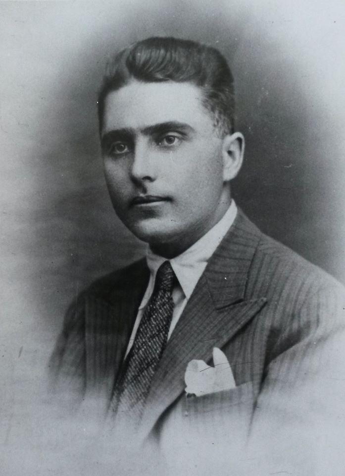 Petre Borilă (pe numele lui real Iordan Dragan Rusev) s-a născut la data de 13 februarie 1906 în orașul Silistra, județul Durostor, Bulgaria, într-o familie de muncitori. A absolvit 5 clase de liceu în orașul Novi Pazar din Bulgaria, după care s-a calificat în meseria de electromecanic. La vârsta de 16 ani, în anul 1922, a aderat la mișcarea comunistă, activând în organizația U.T.C. din Dobrogea. La vârsta de 18 ani a fost încadrat ca membru al P.C.R. După intrarea în ilegalitate a…