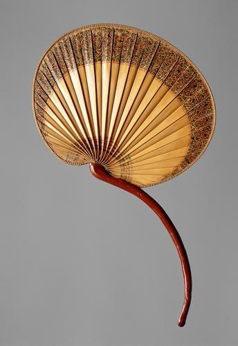 Abanico hecho de una hoja de palma, está en el inventario de bienes del archiduque Fernando II de 1596.