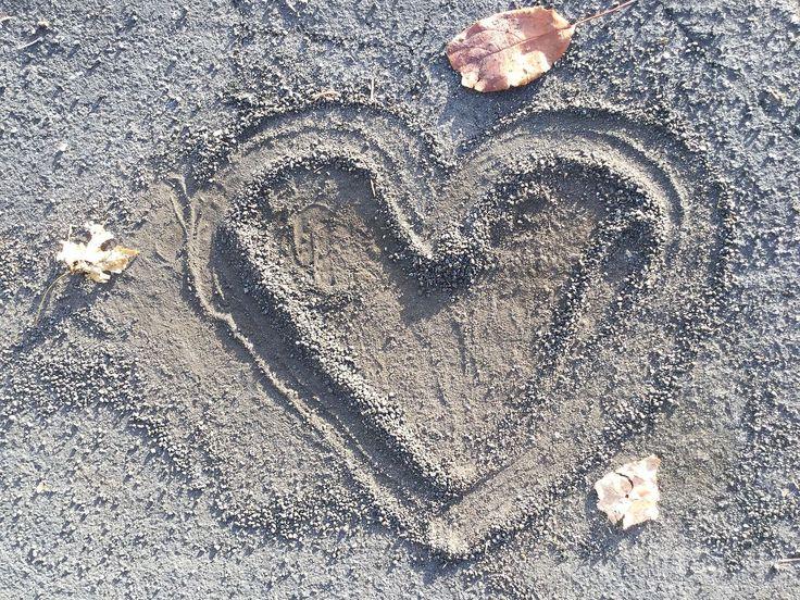 File:Heart in asphalt.jpg