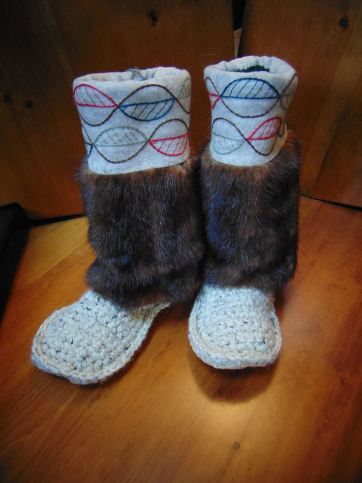 Mukluk Slippers (oatmeal in leaves) Size 8 by blinkymuffin on Etsy