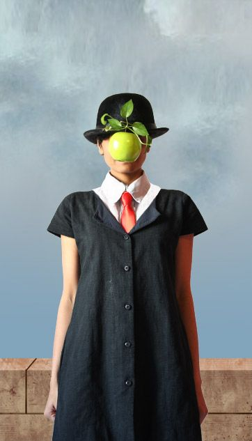 "foto de ""The Uniform Project"" recreando la obra de René Magritte para un calendario con fines benéficos"