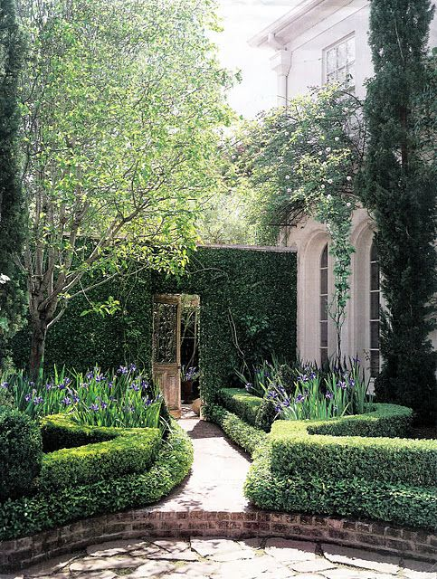 Hedges as walls...create rooms...love the double boxwood borders.