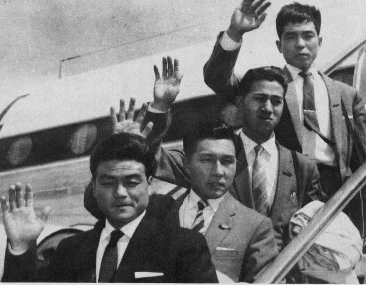 PRIMO PILOTO GIAPONESSI NELLA ISOLA DE MANN (de destra a sinestra :G.Suzuki, J.Suzuki, N. Taniguchi e T.Tanaka arriva alla isola el 5/5/59)