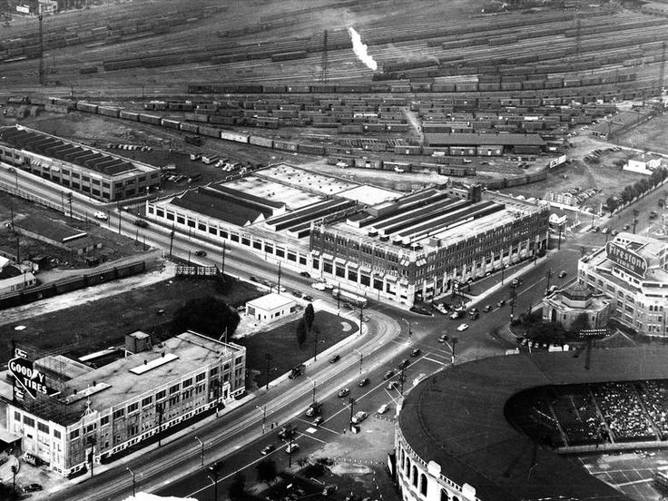 Loblaw Groceterias, the company's head office and warehouse, circa 1940. Maple Leaf Stadium appears in the foreground.
