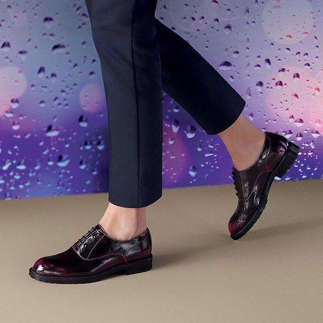 Flat & chic. Già, perché si può essere eleganti anche con un paio di stringate. Scopri le scarpe basse più belle su Listupp.
