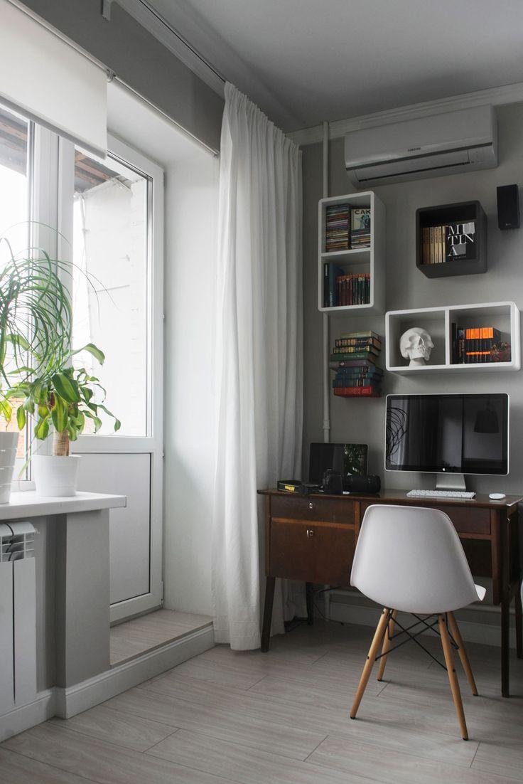 рабочий стол в интерьере студии 30 кв. м.