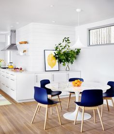 Take a closer look to this room before starting your next  interior design project discover, with Essential Home, the best midcentury and modern furniture and lighting for your home decor project! Find your table inspiration at http://essentialhome.eu/