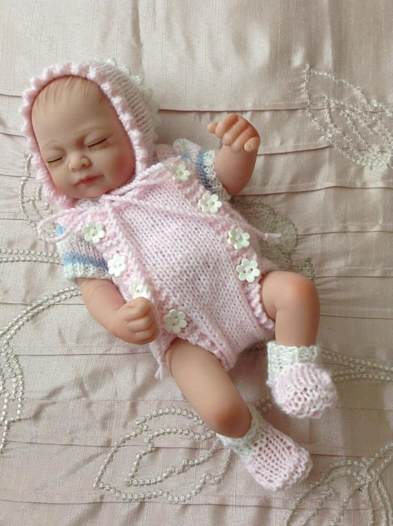 Hand+knitted+dolls+clothes+to+fit+9/10+baby+doll/reborn