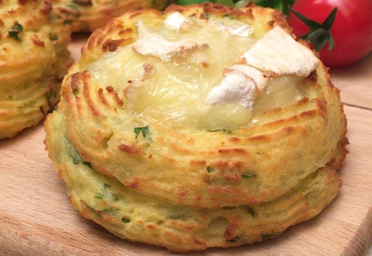 Le roi camembert au chaud avec sa duchesse de pomme de terre  Ingrédients POMMES DE TERRE 500 G ŒUF 1 PERSIL 1 BOUQUET PARMESAN 50 G BEURRE 50 G LARDONS 125 G CAMEMBERT 1 Recette Éplucher et cuire les pommes de terre à l'eau bouillante. Faire revenir les lardons à la poêle et couper le camembert en petits dés. Écraser les pommes de terre cuites avec une fourchette. Ajouter l'œuf, le persil, le parmesan, le beurre et mélanger pour former une belle purée homogène. Placer la purée dans une…