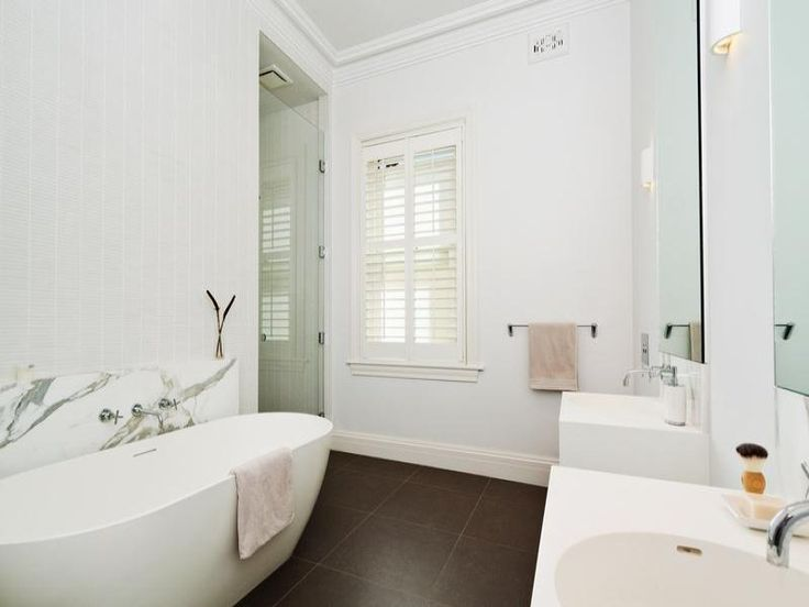 8 Tasman Street, Bondi, NSW 2026 beautiful white bathroom.