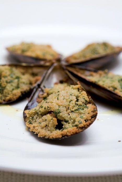 Et si on goûtait aux moules gratinées : http://www.gusto-arte.fr/recettes/moules-gratinees/