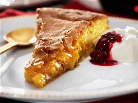 Saffron cake with almond cream
