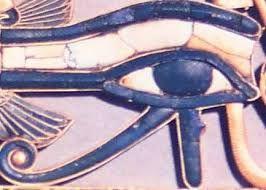 Hórusz szeme: (Udzsat-szem) Kezdetben Napisten, Isten szeme, Atlantiszon Thoth Isten szeme, az Ősi Egyiptomban Hórusz szeme.  Több jelentése is van, aszerint, hogy jobbra vagy balra áll, a Napot vagy a Holdat jelképezheti. A szem alatti könnycsepp az emberiség születésére utal (a mítosz szerint Ré Napisten könnyeiből születtünk). A Szem végében látható spirál pedig az emberiség jövőjét, a Szellemhez felemelkedő hosszú, ciklikus utat szimbolizálja.