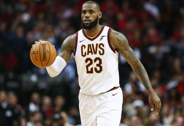 Nba Free Agency Rumors Lebron James Assured Lakers His Decision Would Not Be Affected By Free Agent Moves Lebron James Nba Funny Lakers