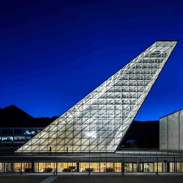 Our #ProjectOfTheDay is @skidmoreowingsmerrill's Center for Character and Leadership Development, a new addition to the U.S. Air Force Academy/ Discover the full project at Architizer.com  .  .  .  .  .  #architizer #architecture #SOM #SkidmoreOwingsMerrill #CenterForCharacterAndLeadershipDevelopment #ColoradoSprings #Colorado #USAirForceAcademy 📸 @magdabiernat