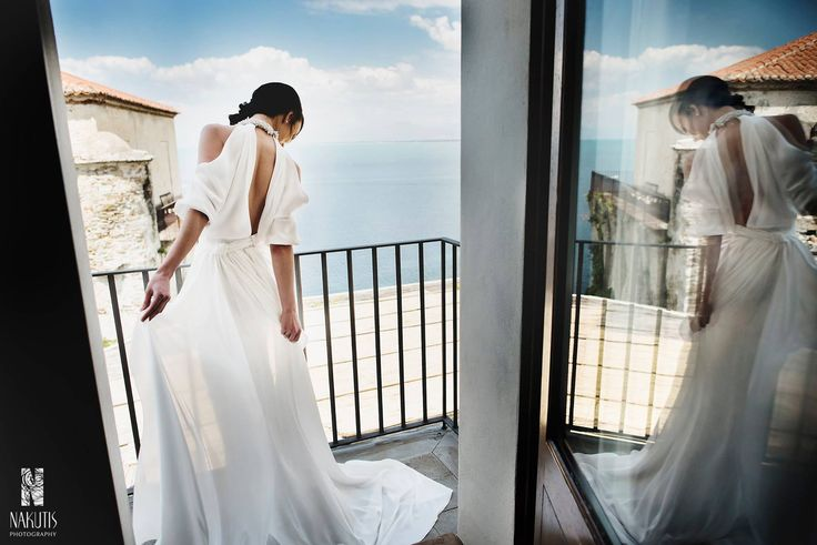 bride's photoshoot, on the balcony with sea view, wedding day, Cilento coast, Sposa Mediterranea, olga studio