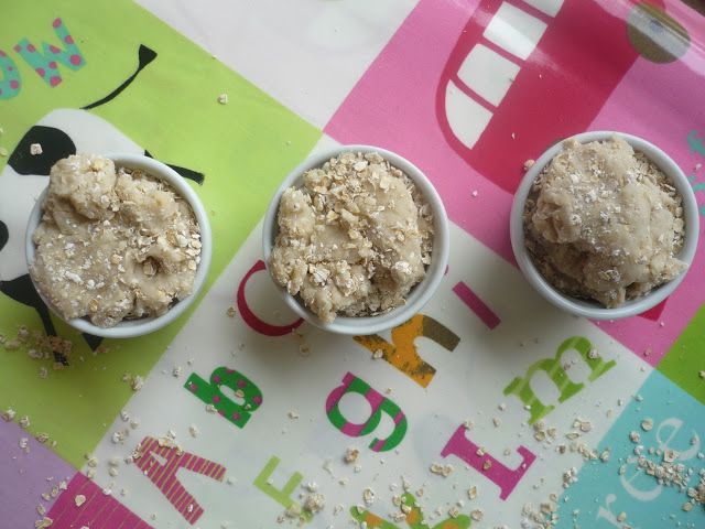 Porridge oats play dough recipe! For playful retelling of Goldilocks and the Three Bears