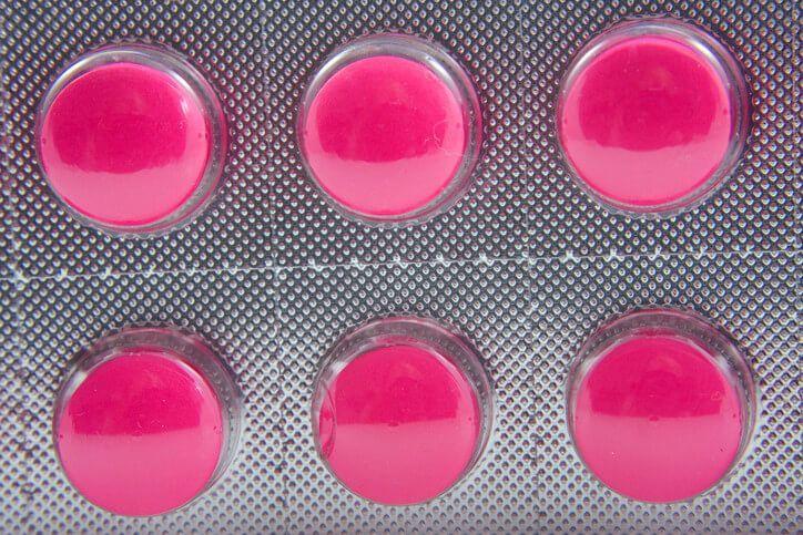 Namísto Ibalginu či jiných léků proti bolesti založených na ibuprofenu nebo Diclofenacu, můžete použít následující přírodní náhrady: 1) Zázvor –Užívání čerstvého, práškového či zázvoru v kapslích, 4 krát denně, je vynikající alternativou k ibuprofenu, zejména v případě menstruačních bolestí. 2) Arnica – Osteoartritidu v kloubech rukou či nohou je možné léčit povrchovou aplikací krému s …