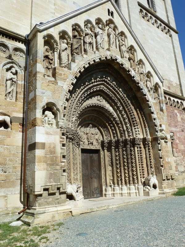 Herenportaal - Romaanse bouw, beeldhouwkunst