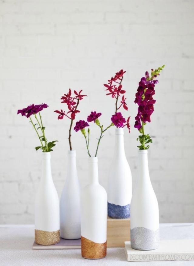 Glitzer getauchte Weinflaschenvasen – Verzieren Sie mit Blumen (Weinflasche