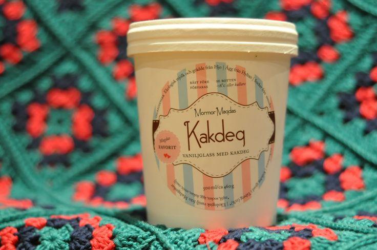 """#glass {Mormor Magdas vaniljglass med kakdeg} En enkel med stilren förpackning viskar om """"därproducerat"""" och väl utvalda råvaror..."""
