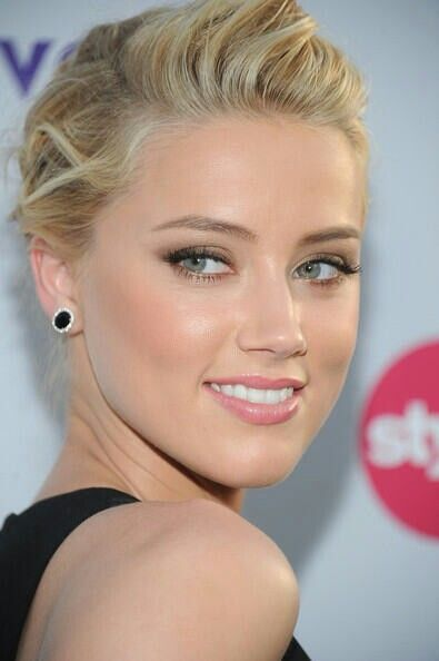 Amber Heard; makeup