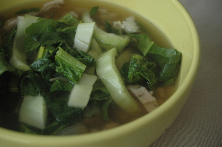 Zupa cebulowa w wietnamskim stylu  (Pho-inspired)    1 kg cebuli (dowolnej)  50g świeżego imbiru  1 łyżka nasion kopru włoskiego  3 torebki czarnego kardamonu (może być zielony)  3 gwiazdki anyżu  1 łyżeczka nasion kolendry  pół łyżki soli morskiej/himalajskiej  1,5 l wody