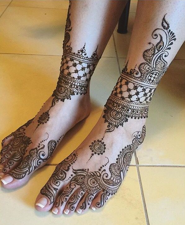 Beautiful feet design by Sonias Henna Art.