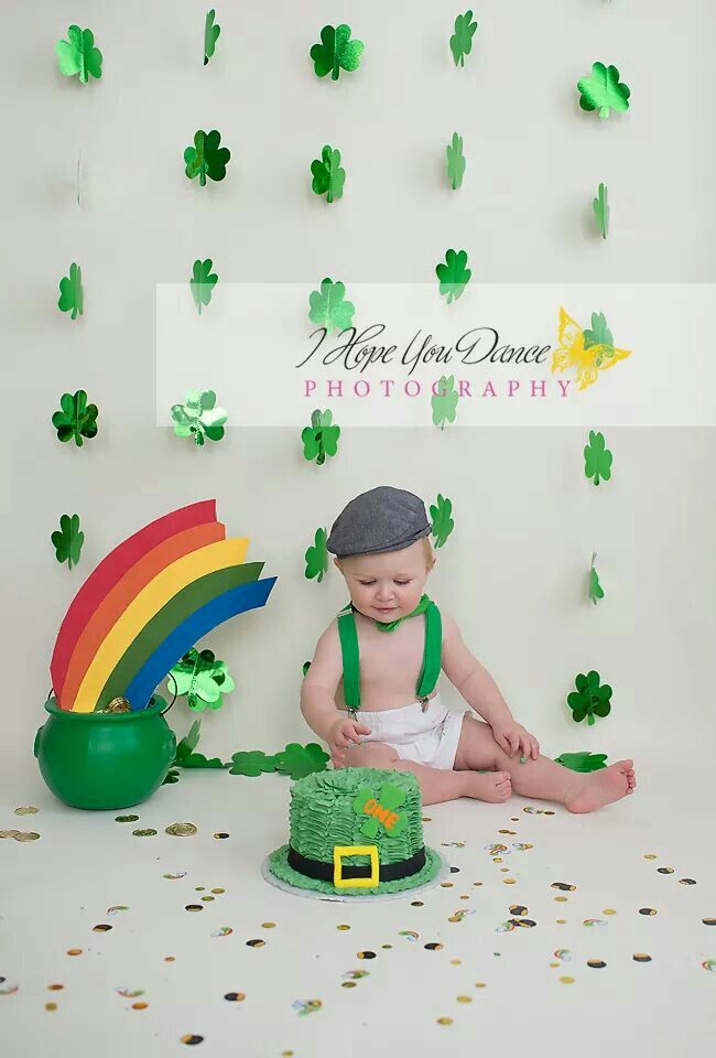 Cake smash photography st Patricks day theme www.Ihopeyoudancephotograohy.com