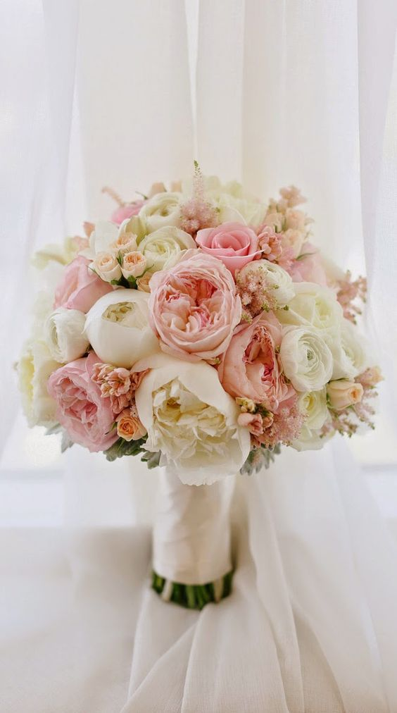 Soft and ethereal wedding bouquet via Mirelle Carmichael Photography / http://www.himisspuff.com/spring-summer-wedding-bouquets/2/