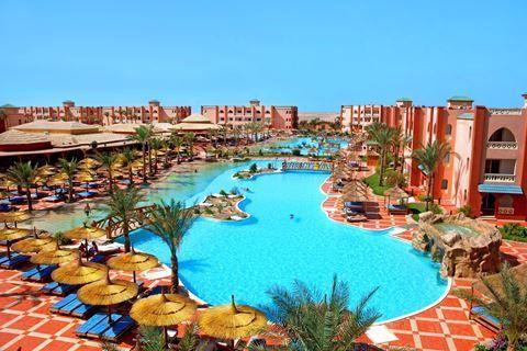 Aqua Vista Resort  Description: Ligging: Het strand van Aqua Vista ligt op ca. 700 meter en is te bereiken met een gratis shuttlebus. Het centrum van Hurghada ligt op ca. 15 kilometer. Faciliteiten: Aqua Vista Resort bestaat uit 273 kamers en beschikt over een receptie 4 restaurants waaronder 3 à-la-carterestaurants en diverse bars. In de tuin vindt u 3 zwembaden (1 verwarmd in de winter) met glijbanen en een apart kinderbad (verwarmd in de winter). Rondom de zwembaden en op het strand kunt…