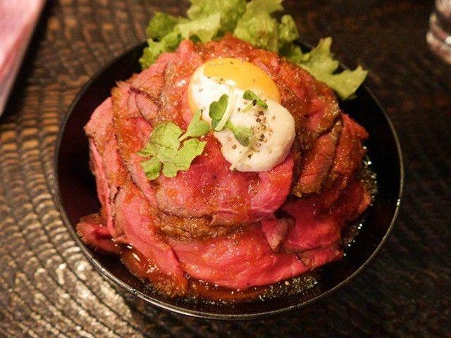 これ以上ないてんこ盛り!贅沢すぎる「ローストビーフ丼」を発見