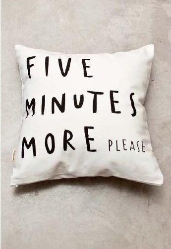almohadón de lienzo blanco estampa five minutes