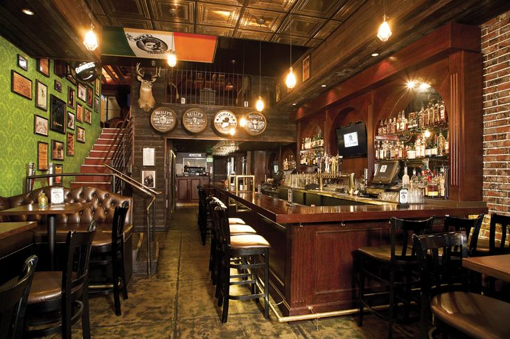 Celebrate New Year's Eve at Pearl's Liquor Bar or Rock & Reilly's Irish Pub! Visit www.xplorela.com