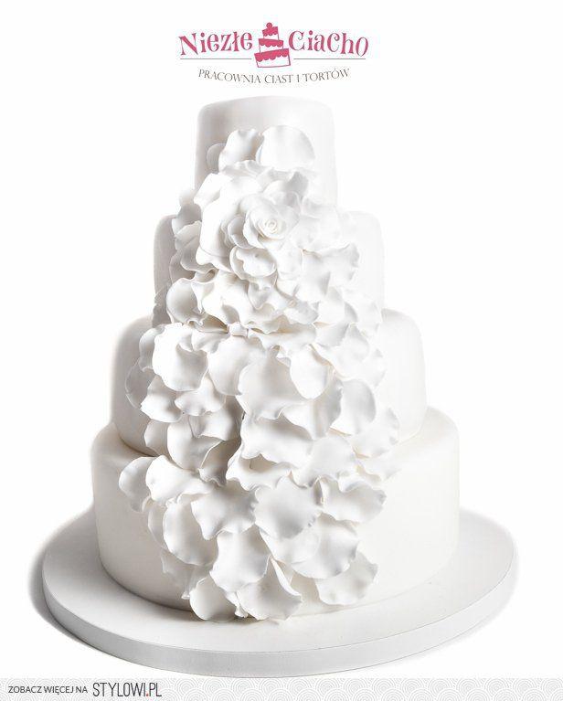 Biały tort weselny, piętrowy tort weselny, weselny tort z kwiatami, kwiaty, wesele, Tarnów