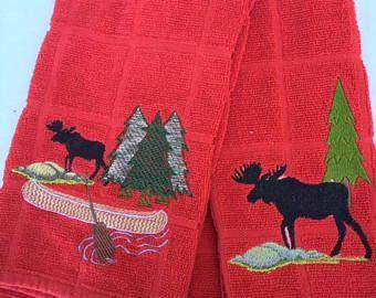Set di 2, Moose Northwoods stile su Asciugapiatti rossi