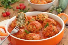 wesoła kuchnia: Pulpety z cukinią w pomidorach