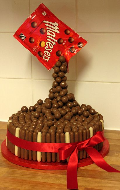 Malteser Anti-gravity Cake More