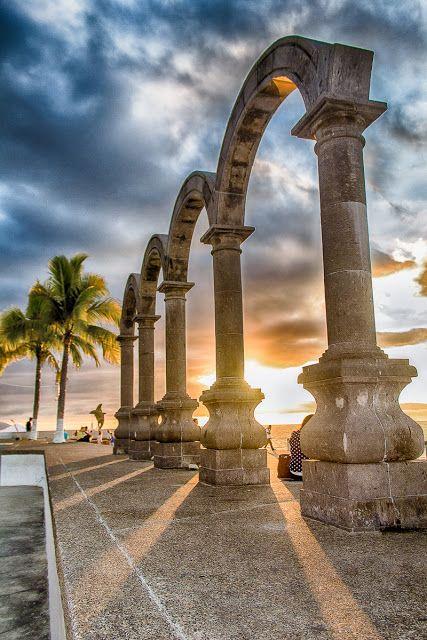 Los Arcos del Malecon de Puerto Vallarta