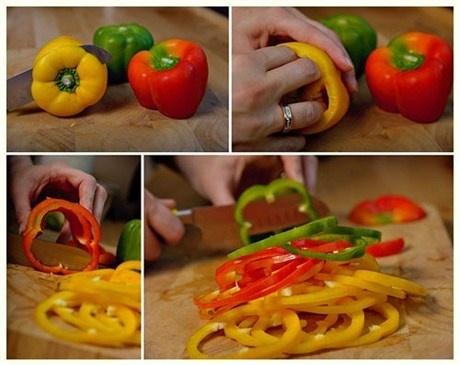 1. Порежьте болгарский перец кольцами (лучше выбрать трех разных цветов — это выглядит красочнее), предварительно удалив семена. Лук нарезать полукольцами, чеснок натереть на мелкой терке.