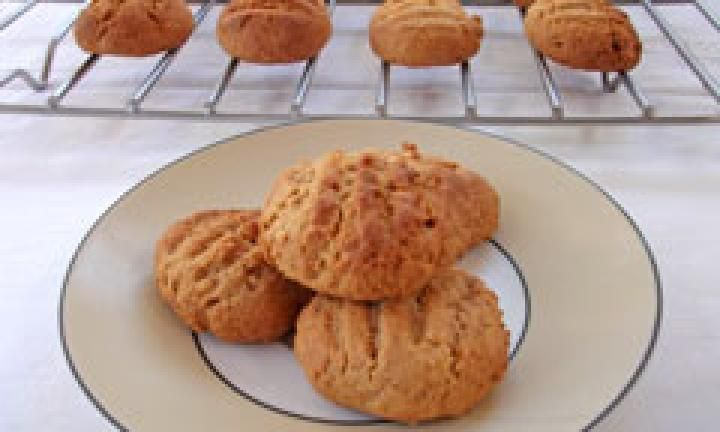 Try making these tasty aromatic biscuits that will fill your house with the delicious smells of ginger and cinnamon. Not only are they easy to make but they are super-easy to eat!