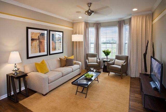 Wohnzimmer graue Wandfarbe weiß gelbe Streifen gemütlich