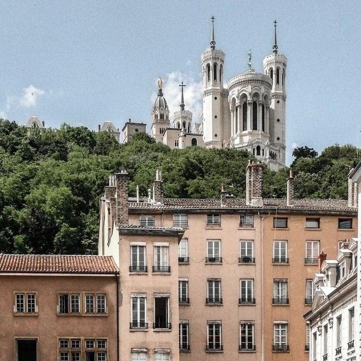 """1,774 Likes, 9 Comments - Lyon (@toplyonphoto) on Instagram: """"Follow @topparisresto 😋TOP Lyon 📷 par @sageonearth • #toplyonphoto Allez sur la galerie à la une…"""""""