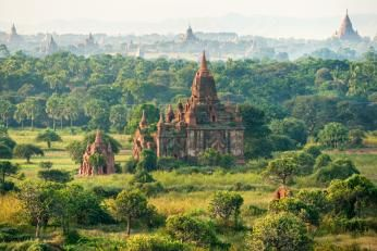 Oplev det smukke Bagan på Nyhavn Rejsers rundrejse Burmas guldklædte pagoder