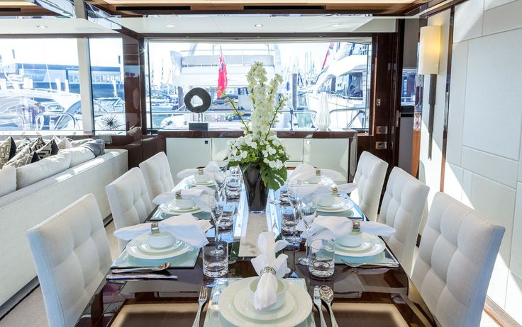 We styled the dining table on the Sunseekerl 95 Yacht with a stunning floral centrepiece, adding elegance and enhancing the grandeur of the salon.