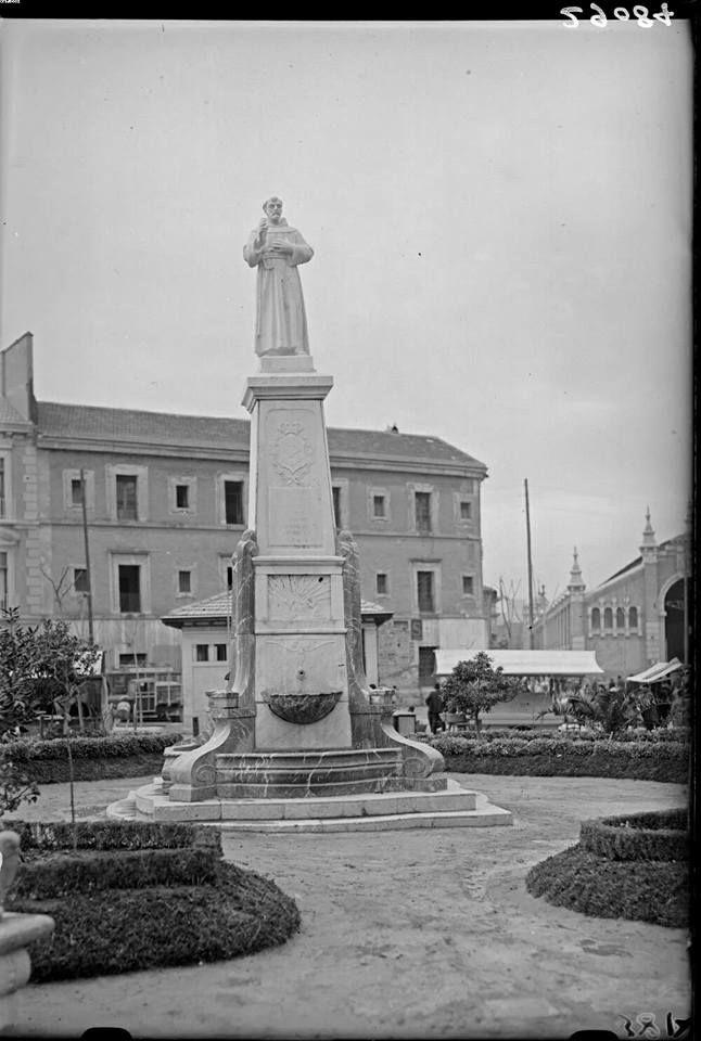 Plano San Francisco, estatua original (DERRIBADA hacia 1931), convento (DERRIBADO) y mercado de Verónicas.c.1930 probable fotografía del portugués Pasaporte