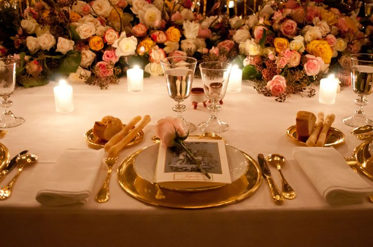 Gold mise en place for  a dinner by the character and historical interpretation, flower decor and soo many magia! Inside Palazzo Albrizzi in Venice. design set by Matteo Corvino #miseenplace, #gold, #decor, #plate, #dinner, #gala, #luxury, #flower, #design, #interior, #idea, #wedding